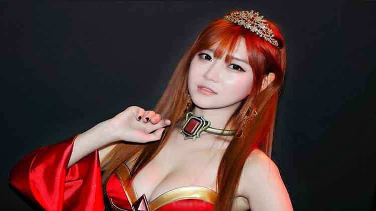 Photo of Cosplay Lina Dari Game DOTA 2 Oleh Model Cantik Choi Seul Ki
